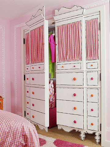 Feel like a princess every morning with these wonderful painted closet doors.