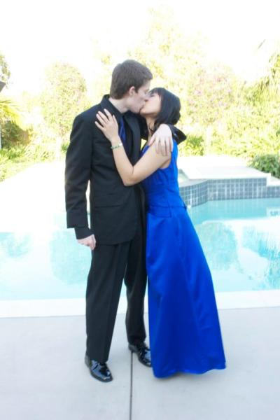 karimezmaru:  My favorite prom photo. It's also probably my favorite picture with me and my boyfriend. <3  Too freaking cuuute! >.<