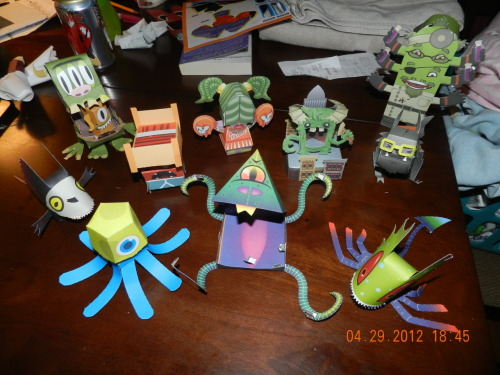 """So, yeah, making Papertoy Monsters is really addicting….I only got the book yesterday….""  via screamwithsomeheart"