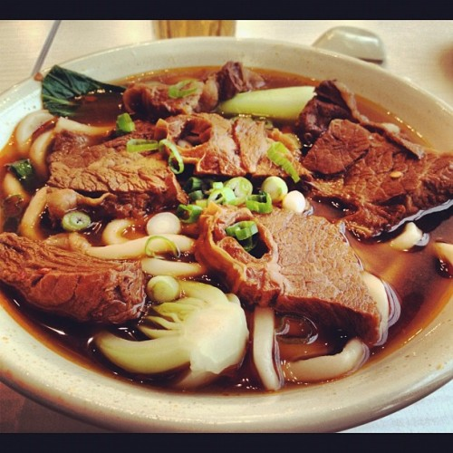 Beef and noodles. #iphonesia #instagram #iphone #food #yummy #beef #noodles (Taken with instagram)