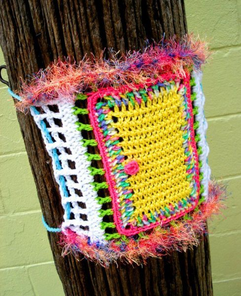 knitsandshit:  April fools yarn bomb by XBomb