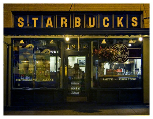 ils-font-battre-mon-coeur:  Original Starbucks Starbucks opened its first store in 1971 in the Pike Place Market in downtown Seattle. Because the Market is a historic district with design guidelines, the store retains its original look.