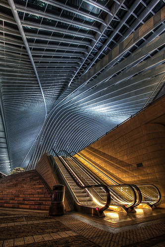 architekturdesign:  Une nuit dans la Gare Guillemins (by Hitman.47)