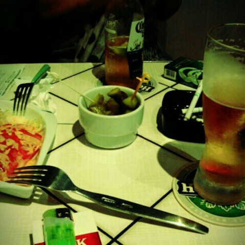 ダイナーで一服(-。-)y-~#toycamera #dinner #beer  (Instagramで撮影)