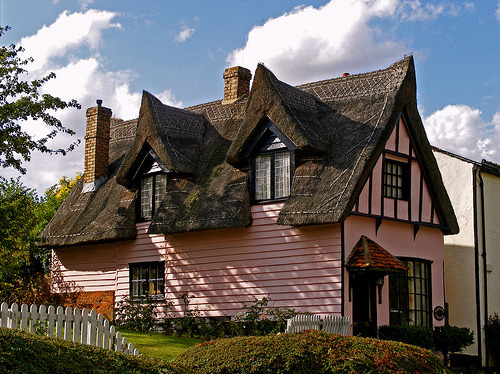 pie-nya:  pink cottage (by picqero)