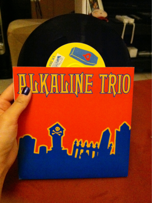 w0ntbepatheticf0rever:  sammiesiam:  Random find of the week: Alkaline Trio. Hell Yes 7 inch. First press!  GIMMEGIMME  i actually have this