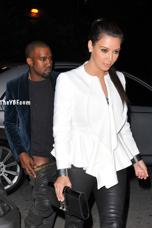 (((Breaking News DJACENYC.COM))) Kanye west caught with pants down in car with Kim Kardasian!!! Click photo for full Story…