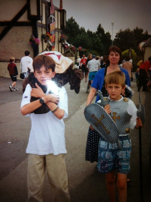 mickpickles:  bringmethealexandria:  Matt Nicholls and his younger brother (old photo)  hes my older brother  thats awkward for this person ha. you can pretty much tell the younger one is matt.