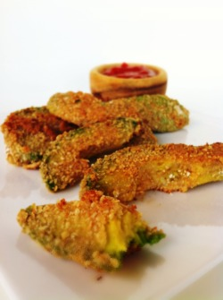 gastrogoodies:  Avocado Fries and a Skinny Sweet-With-Heat Chipotle Dipping Sauce