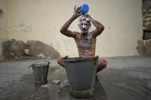 indianlifestyles:  Morning Bath  Most Indians have a daily wash using a bucket of water.  Or in the local waterway, or bathing gath