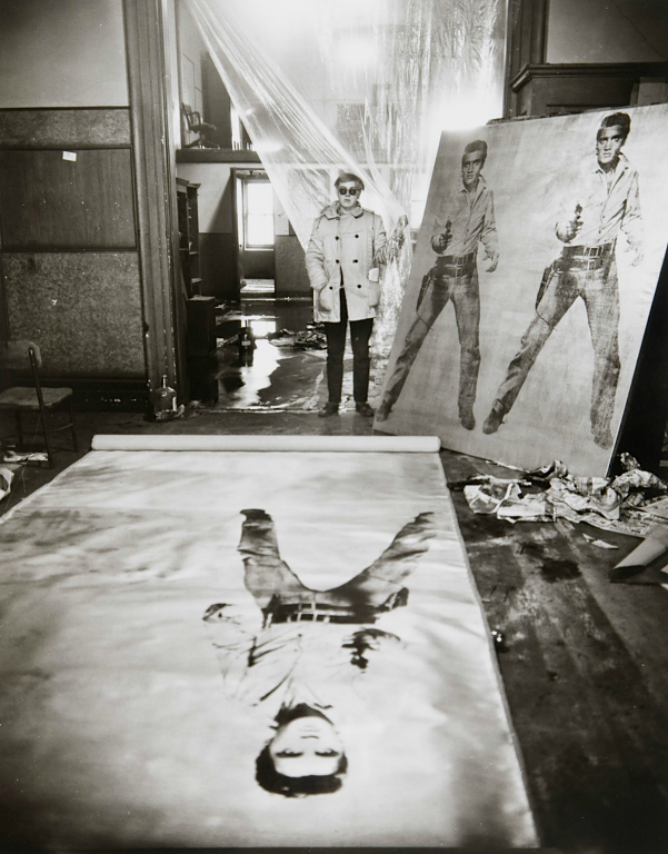 Evelyn Hofer, Warhol in his studio, New York, 1962