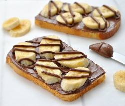 tryvegan:  toast with bananas and chocolate.