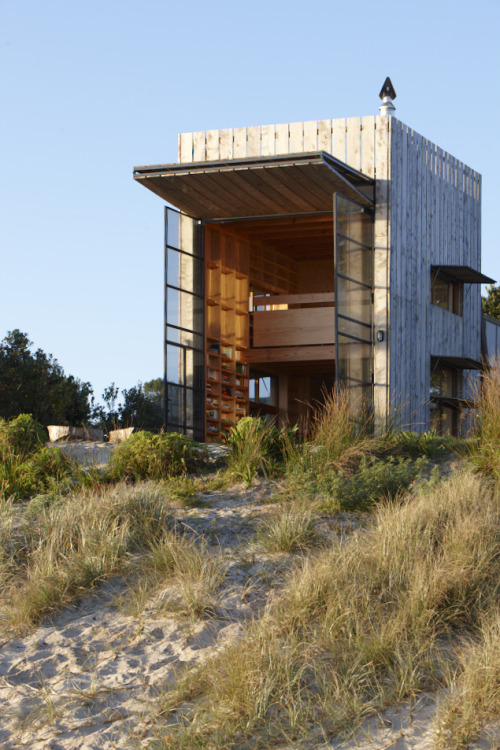 wilddirt:  cabinporn:  Whangapoua Beach House on Coromandel Peninsula, New Zealand. Designed by Ken Crosson of Crosson Clarke Carnachan Architects. Submitted by Nick Wallen.  I love that the doors go up and then the glass doors can swing open. Amazing! - AK