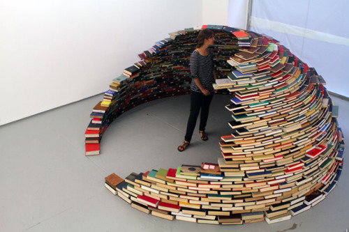 A Book Igloo!? Awesome! coollikepie:  Are you sick of looking at those dusty books on your shelves?(via Those crazy artists. - Cool Like Pie)