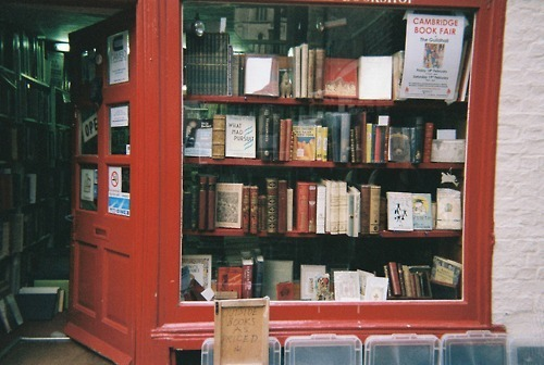 iheartclassics:  red door bookstore  I came across this bookstore in Cambridge recently. Can't wait to go back and forage and find something momentous