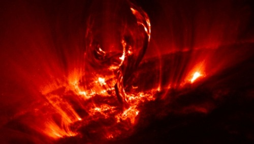 NASA scientists shed light on solar stormsAs the 11-year solar cycle ramps up toward next year's expected peak, a new NASA video offers answers to common questions about space weather.