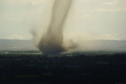 Tornado Touches Down Near Toulouse, France Several French websites – including Meteorologic.net – reported a tornado formed near the city of Toulouse in southwestern France Sunday, April 29. A number of people apparently witnessed the tornado, and several caught photographs, some of which were uploaded to Twitter. keep reading