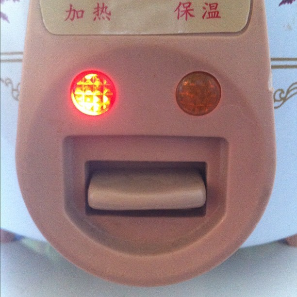 Glad riskokare #iseefaces #happy #face #smiley #rice #cooker (Taken with instagram)