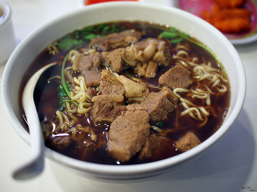 shelovesasianfood:  牛肉面 beef noodles (by Big Hugs)
