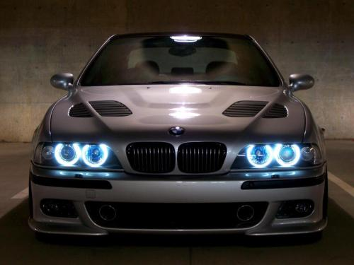 BMW M5 angel eyes