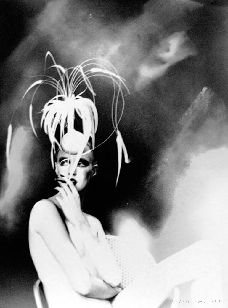 Lillian Bassman Kronung des Chic  Model: Jada Hat: Philipp Treacy c. 1998