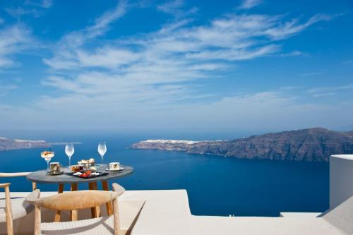 theambiti0us:  Santorini  Who wouldn't like to sit here and have lunch?