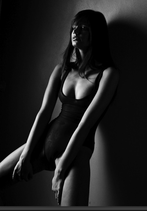 Lisa D in black and white. Fashion photography via and by mikerennt. You will also like: let it go.