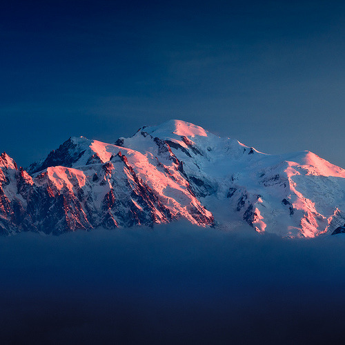 thisamazingplanet:  Mont-Blanc du soir (by Gimpz)  So much history.
