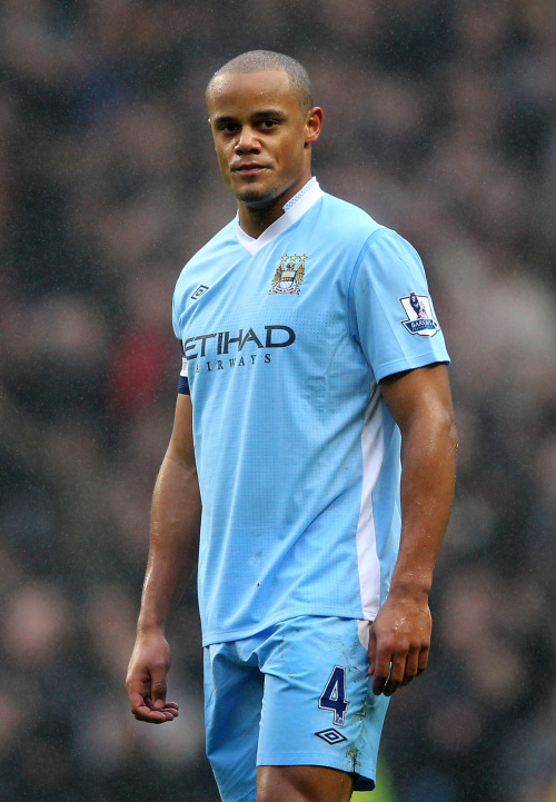 Take a look, take a look. 1-0 #Kompany