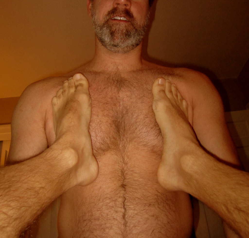 2018-06-03 09:36:17 - i sincerely hope they are not his feet hairyfaces http://www.neofic.com