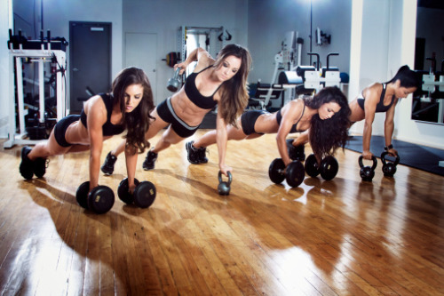 casizzla808:  KETTLEBELL RENEGADE ROWS!!! I'd date at girl solely because she does them.