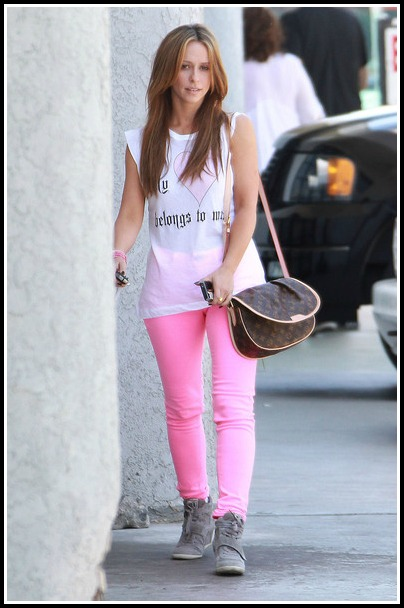 footwearnews:  Spotted: Jennifer Love Hewitt in Ash bowie wedge sneakers