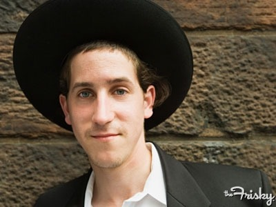 thefrisky:   What Happens When Ex-Orthodox Jews Need To Learn How To Date? - The Frisky