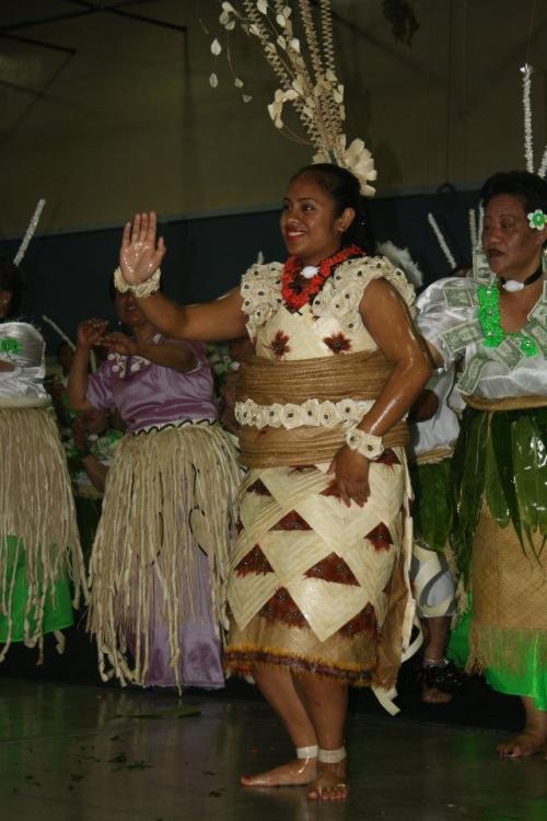 vava-u-princess:  Ta'ahine Tonga - Tauolunga Traditional Tongan dance - Elegant, Graceful, Representation of Tongan Beauty & Culture.