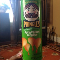 fucklovee-letspartyy:  #OldSchool #Pringles #Favorite #Chips ^.^ * (Taken with instagram)