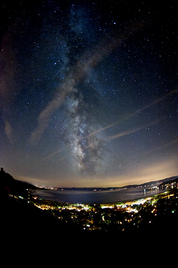 unknownskywalker:  Lake Tahoe Milky Way by Mike Remmel