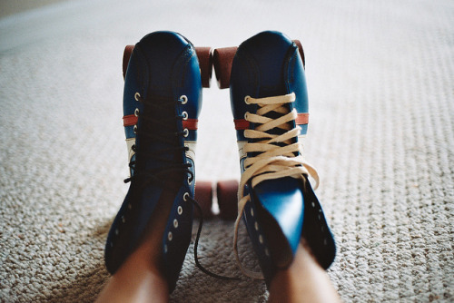 venturalize:  untitled by alexis mire on Flickr.  I went skating tonight, and It was the first time in about 3 years and I swore I thought I was going to bust my ass.