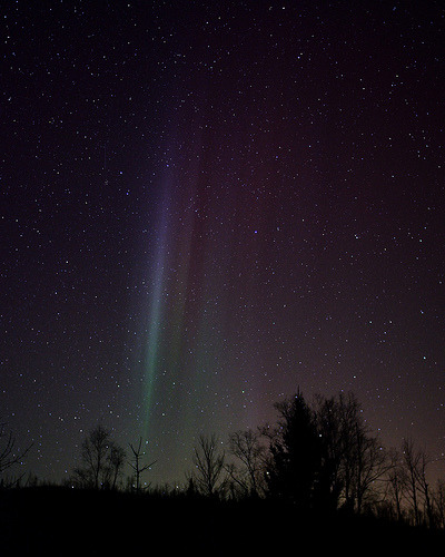 Faint aurora curtains (by Jamuudsen)