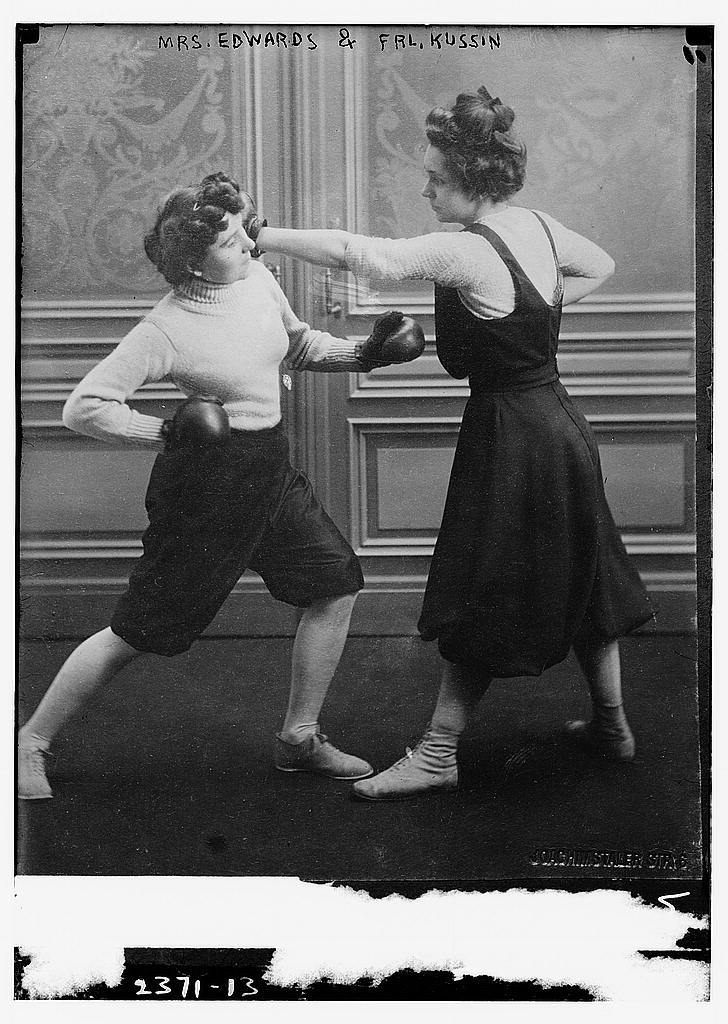 lostsplendor:  Edwards vs. Kussin, c. Early 1900s (via Sportswomen of the Past)