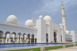 Fuck Yeah, Whitest Building Ever. (Sheikh Zayed Grand Mosque, Abu Dhabi, United Arab Emirates) via The Ollyday Tumblr