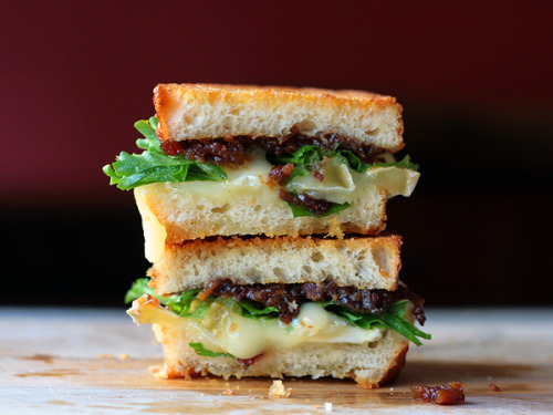 0range3arplugz:  (via Bacon Jam and Brie Grilled Cheese Sandwich {recipe})
