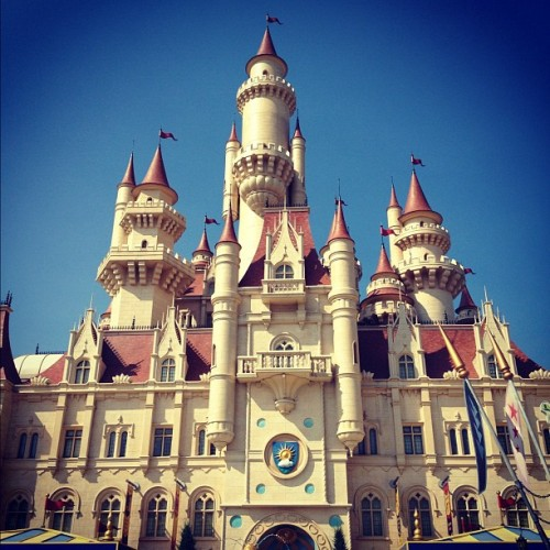 Shrek's castle #shrek #castle #universalstudios #sentosa #singapore  (Taken with Instagram at Universal Studios Singapore)
