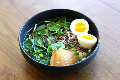 Soba Noodle Soup with Spinach and Smoked Trout (by esimpraim)