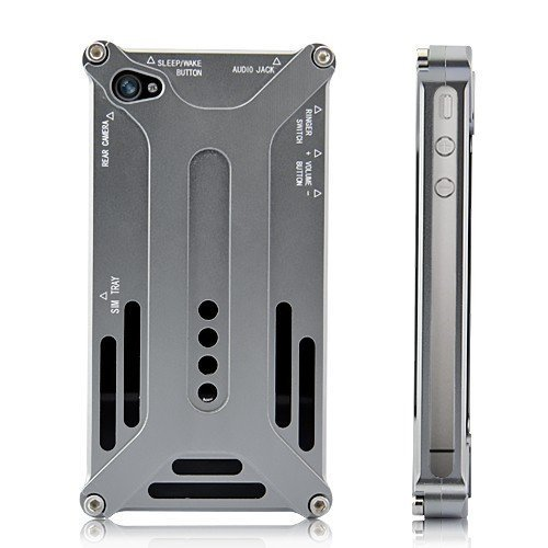 Shenanigames Transformer Style Aluminum Case for iPhone 4 / iPhone 4S   Technical Details: Supreme material: Made of aircraft grade aluminum alloy, which explains the sturdiness of this iPhone case cover. Unique design: Transformer style iPhone case with diagonal design, absolutely big love for transformer fans. Easy installation: Just put both the front and back parts at the right place of your iPhone, then screw up four screws. Perfect detail concern: Some tiny gap is created between the hard metal case and iPhone's sleek surface due to some soft tips sticked in corners of the front cover and the middle part of the back cover, and this is a good way to protect iPhone from scratches when in use. Cool bodyguard: Your iPhone is free from the annoyance of scratches and crashes once protected by this cool accessory.    (vía Amazon)