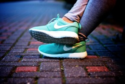 "Nike Roshe Run ""Tropical Twist"" <3"