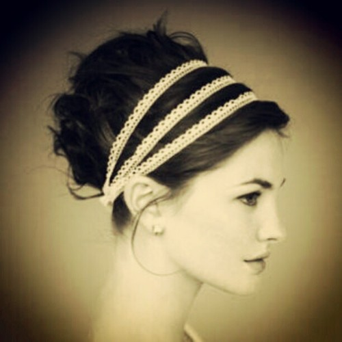 sunshinelikelovers:  I love this so much. #notmine #updo #headband #hairstyles (Taken with instagram)