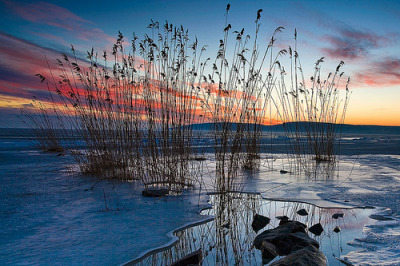 llbwwb:  Thin ice (by Andras Jancsik)