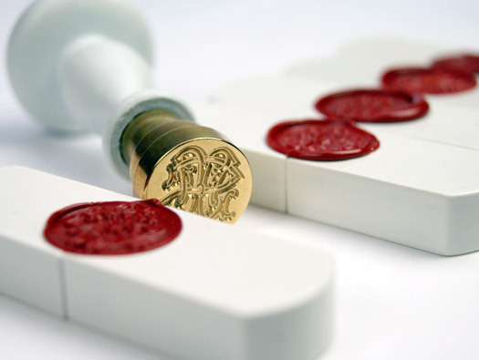 border-studies:  Top Secret USB is secured by an old-fashioned wax seal… Interesting example of antiquated technology applied to new tech in a metaphoric way. Does this count as a Skeuomorph? Feel like this could be very popular in China or Japan (the latter being a place that still relies heavily on analogue name-chops for official documents) (via Top Secret USB by Rob Hermes & Marlies Romberg)