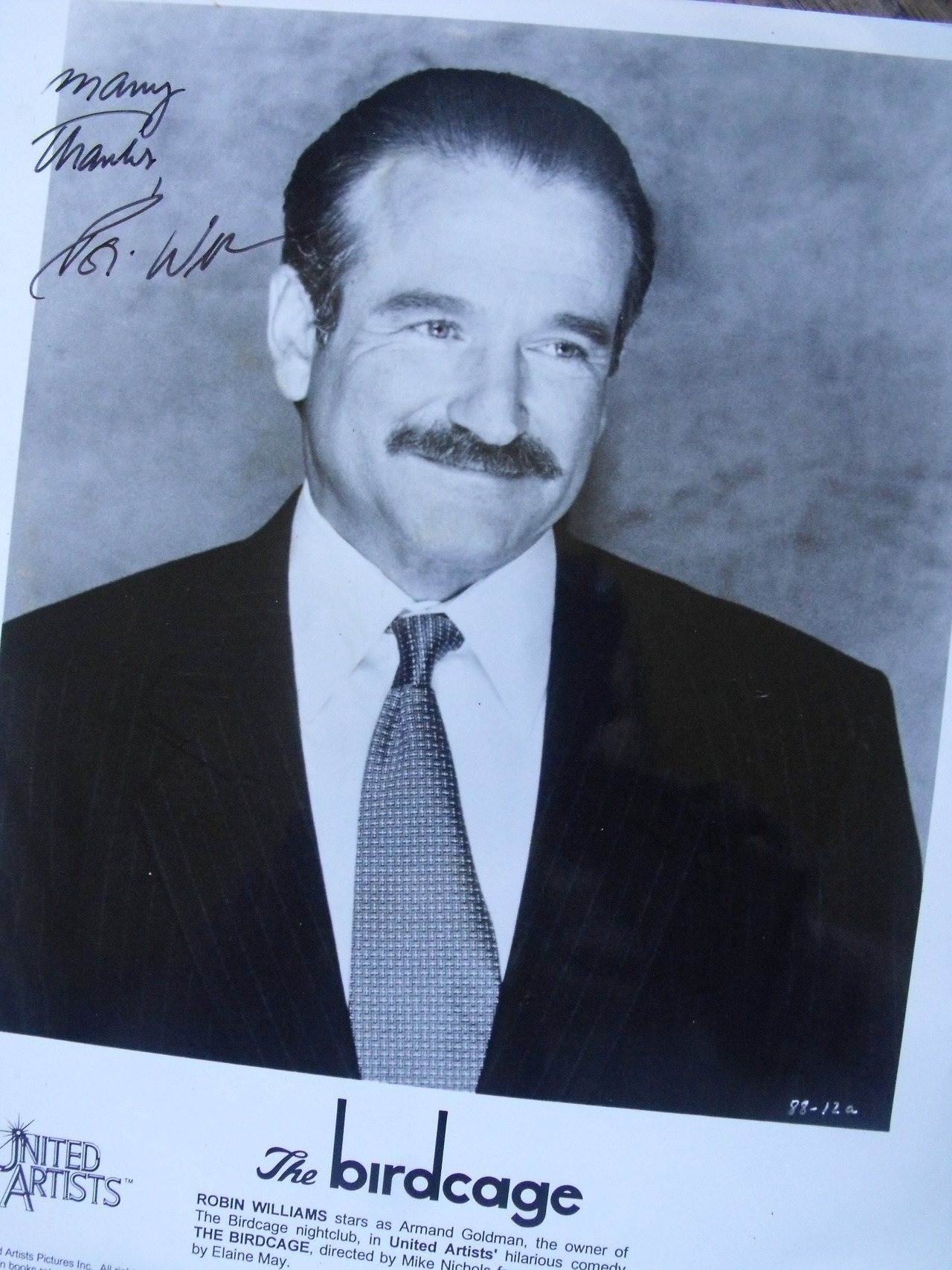 Robin William -My mom's get autograph. This is so old- Authentic.