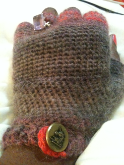 1 down 1 to go. Fingerless glove with Unicorn button and a whole for my favorite ring!